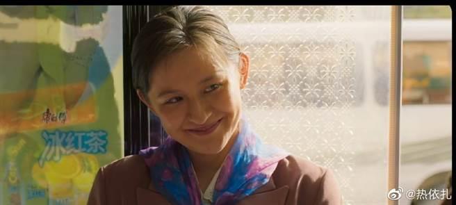 熱依扎在《山水情》演鄉村姑娘,並不是真的老了。(圖/微博@熱依扎)