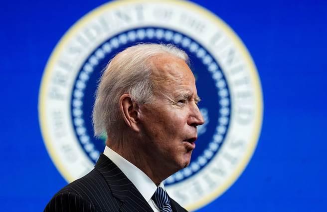 美國總統拜登1月25日在白宮宣布新政府計畫的神情。(路透)