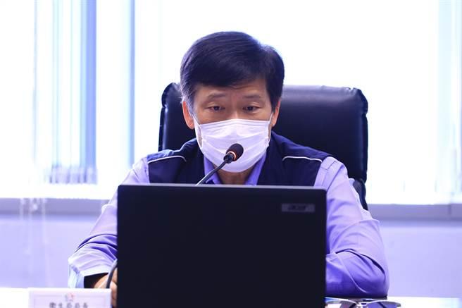台中市衛生局長曾梓展26日在市政會議專案報告市府春節防疫作為。(盧金足攝)