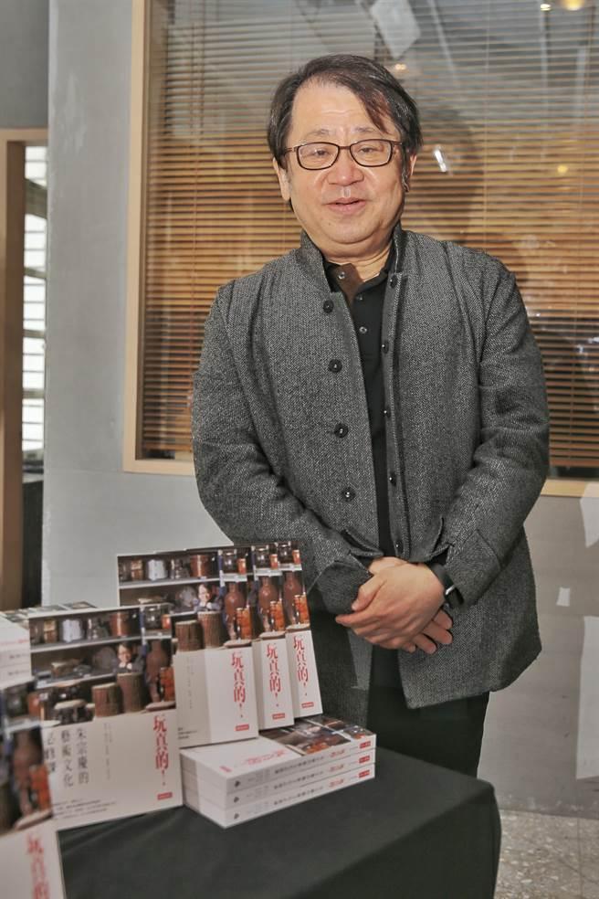 行政院文化奖得主朱宗庆近期出版《玩真的!朱宗庆的艺术文化必修课》一书,回顾自小到大的成长歷程。(杜宜谙摄)