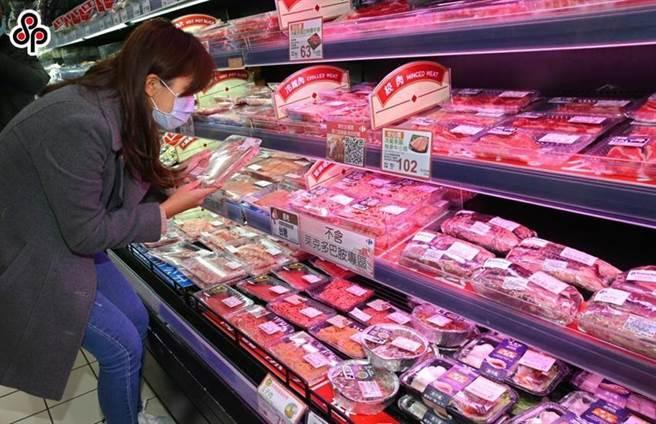 量販店設置無萊劑肉品專區。圖/本報資料照片