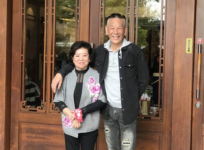 陳淑芳和龍劭華出席大愛《姊姊向前衝》新戲首映。(林淑娟攝)