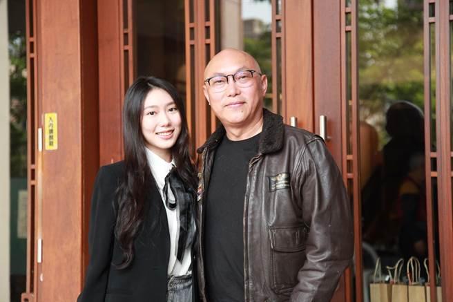 導演鄧安寧與女兒鄧雨晨出席大愛《姊姊向前衝》新戲首映。(大愛電視台提供)