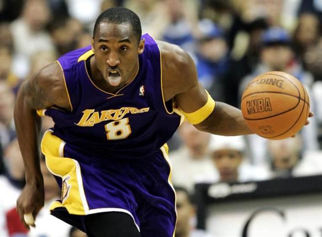 原本保有17個賽季、連續14季單場得分超過40分的NBA紀錄保持人布萊恩,如今這兩項紀錄被詹姆斯超越了。(美聯社)