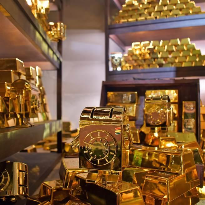 台北天成文旅-華山町「黃金寶比存錢筒」。(天成飯店集團提供)