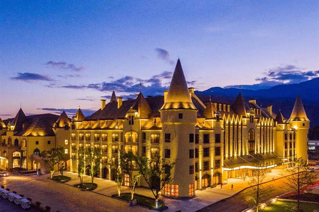花蓮瑞穗天合國際觀光酒店外觀猶如南歐城堡溫泉度假村。(天成飯店集團提供)