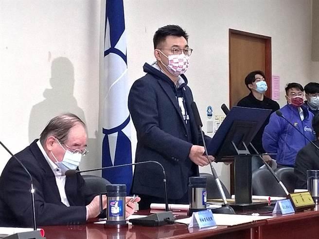 國民黨主席江啟臣上周主持中常會,祕書長李乾龍也在場。(黃福其攝)