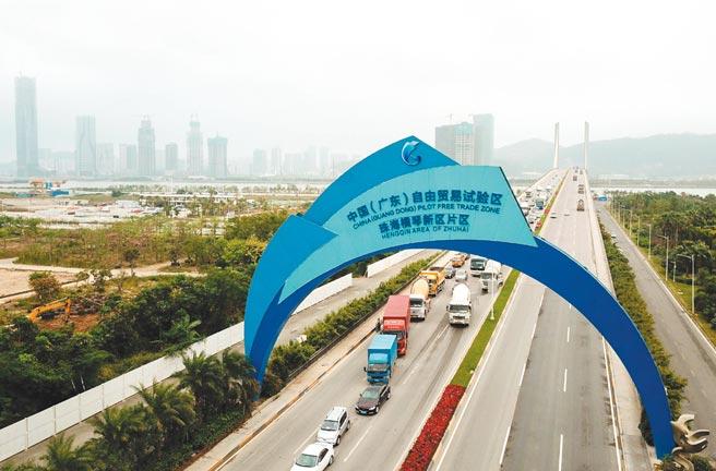 為了吸引外資,大陸近年來仿照80年代的深圳和90年代的上海浦東,在各地廣設自貿區。圖為廣東自貿區。圖/新華社