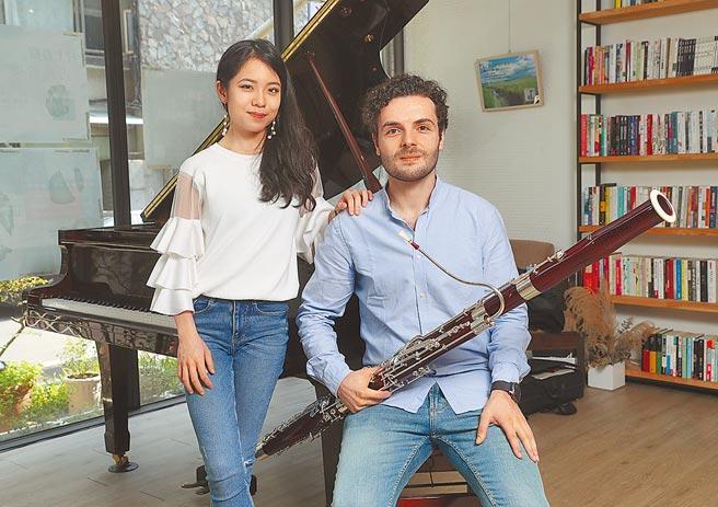 旅德鋼琴家李其叡(左)與葡萄牙音樂家裴樂飛(右)。(劉宗龍攝)