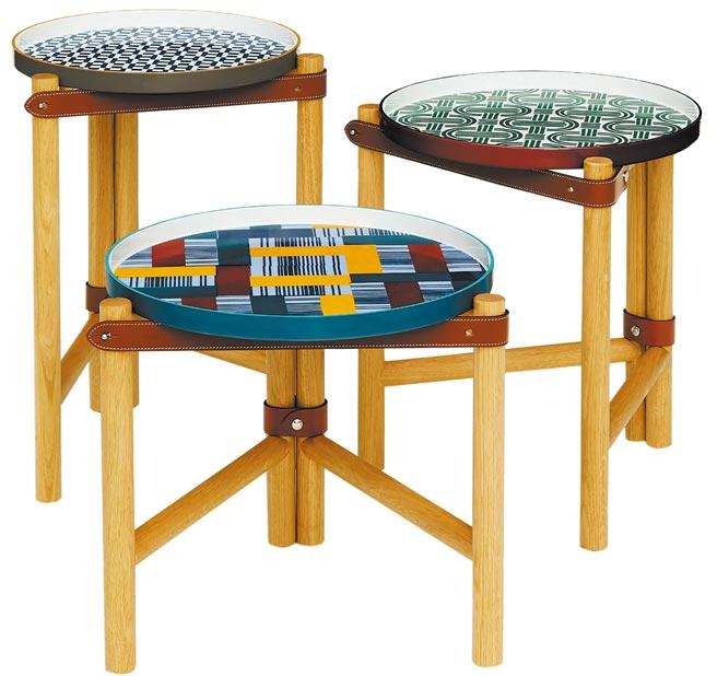 Les Trotteuses d,Hermes系列邊桌,有3種高度、直徑,愛馬仕彩色圖紋瓷盤以韁繩皮革帶固定,可輕鬆移動裝點角落。(愛馬仕提供)