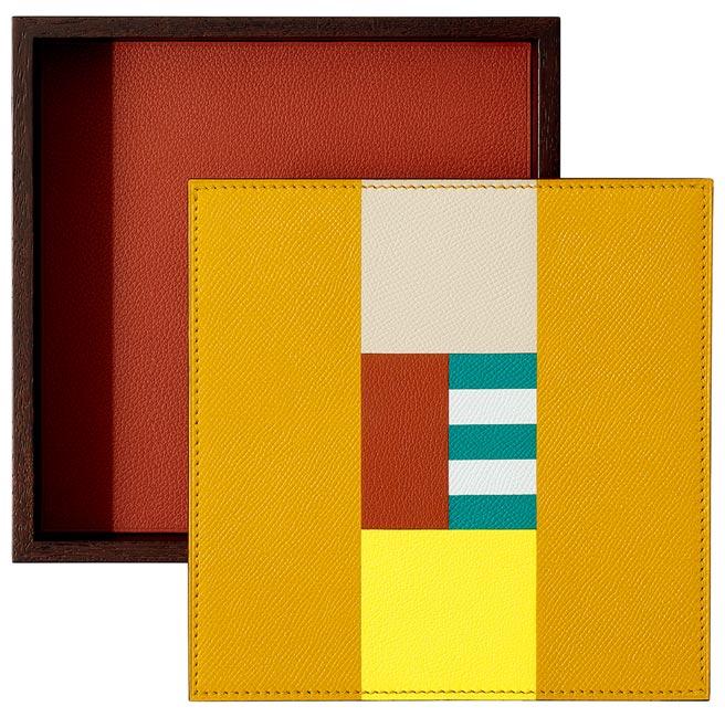 愛馬仕Theoreme H Casaque系列置物盒,盒蓋上皮革的拼接圖案,是以真絲騎士服為靈感創作。(愛馬仕提供)