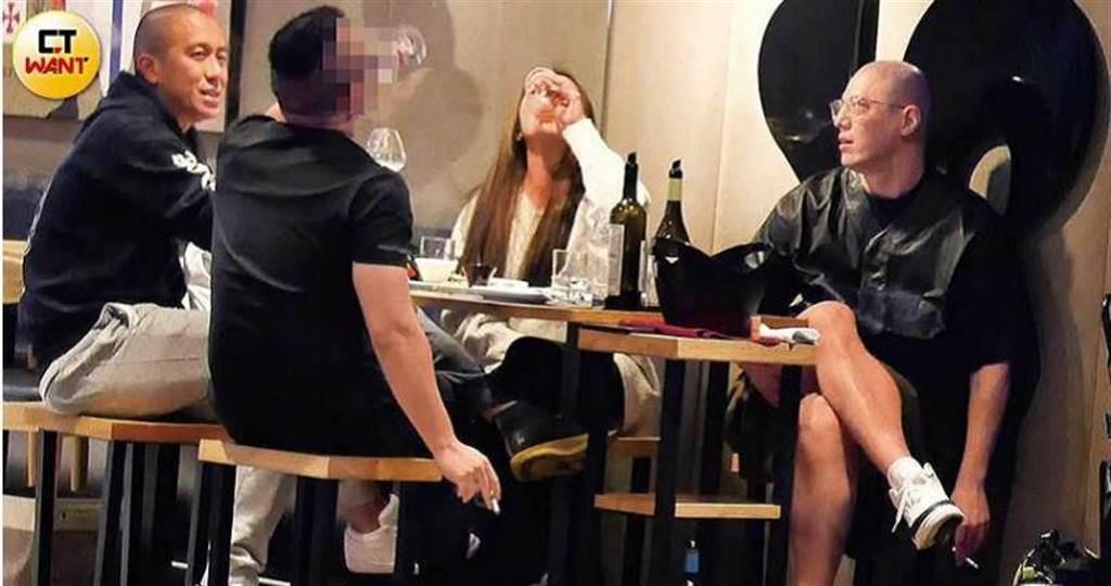 蔣友柏與莊涵雲、表哥張立方和友人聚會飲酒,女友豪氣地乾杯,他則是隨手亂丟菸蒂,相當放鬆。