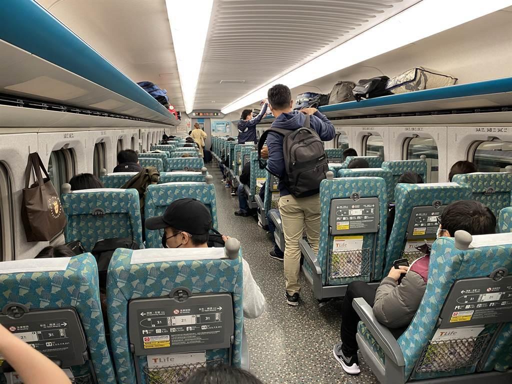 台鐵、高鐵因應疫情關係,車廂內將禁止飲食,最快明起上路。(圖/記者陳祐誠攝影)