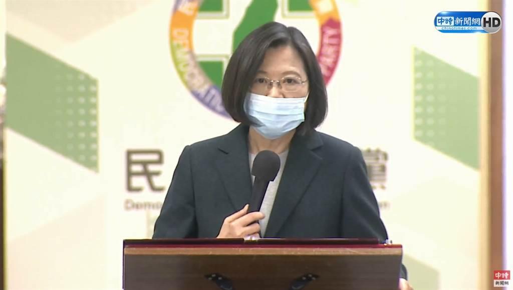 衛福部桃園醫院群聚感染擴大,總統蔡英文提防疫3關鍵,呼籲國人持續配合並落實防疫。(圖/中時新聞網直播畫面)