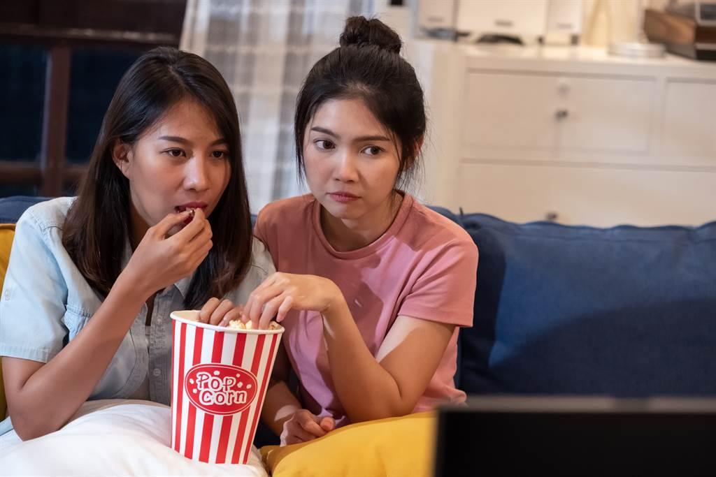 有網友在網路上發起討論,想知道台灣有哪些經典恐怖片。(示意圖/達志影像)
