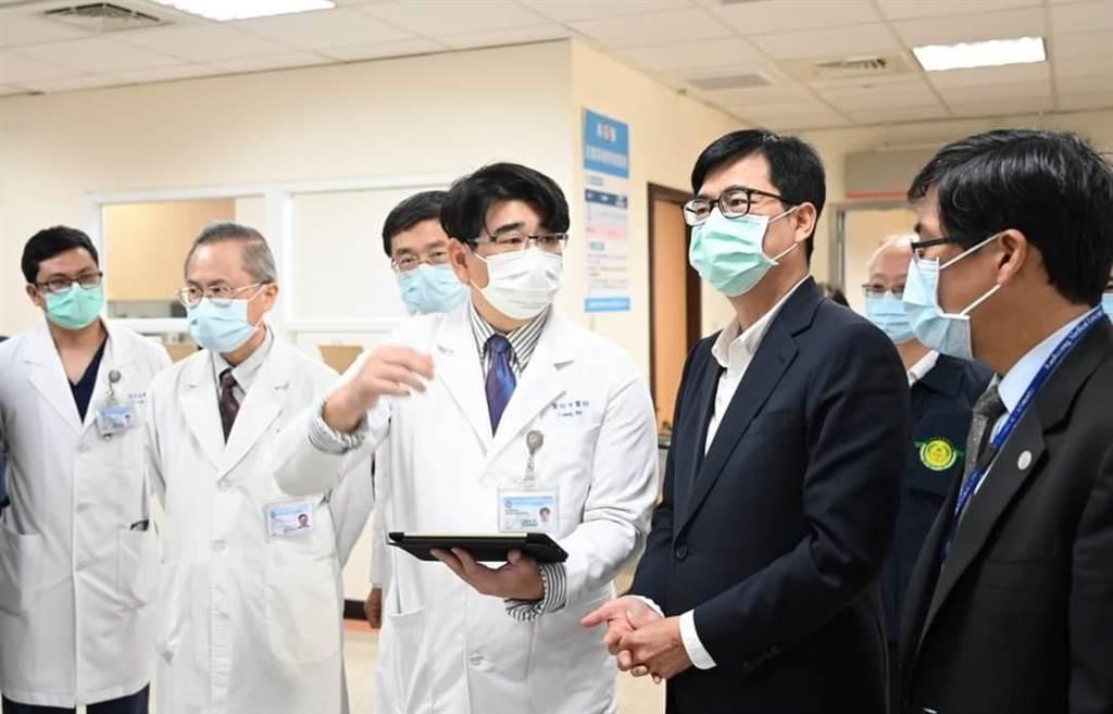 相挺醫護,陳其邁宣布加碼防疫津貼。(摘自陳其邁臉書)
