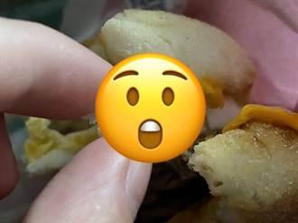 麥當勞漢堡出現蛋殼 顧客險咬傷:替我補充碳酸鈣?