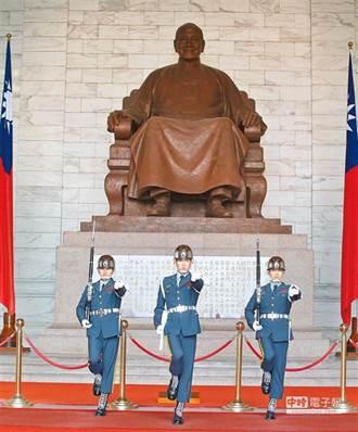 時力要求停止蔣公銅像前的儀隊表演 柯建銘酸他:整天作秀