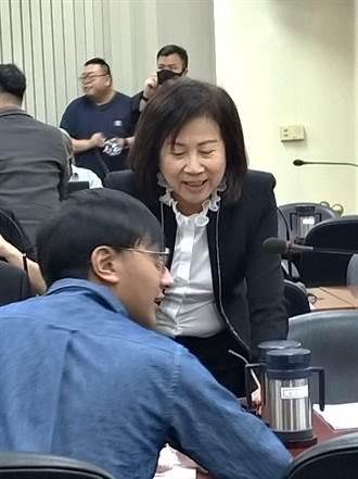 藍中常委提案募款發放居檢醫護每人5000元  江啟臣裁示研議規劃