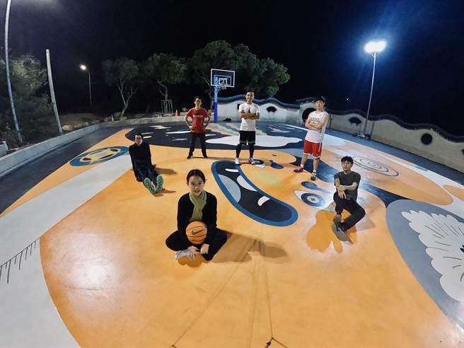 台灣首座以地方文化敘事為主題的插畫藝術籃球場,110年1月24日(週日) 在金門縣瓊林聚落正式啟用。(戴志揚翻攝)