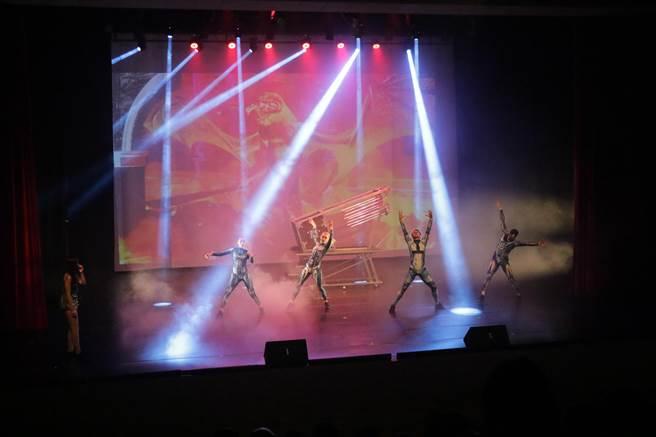 麗寶樂園推出「超視覺魔幻秀」魔術劇場,搶攻國旅商機。(王文吉攝)
