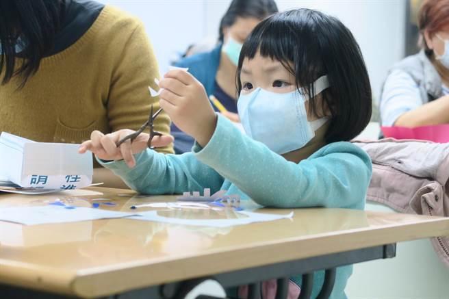 世界宗教博物館農曆春節前安排「剪門箋過好年」教育活動,讓館內充滿年味。(世界宗教博物館提供)