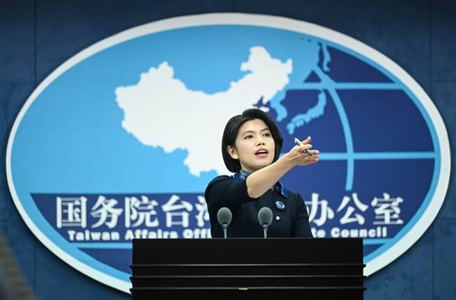 大陸國台辦發言人朱鳳蓮今天(27日)表示,關鍵在台灣防疫指揮中心多次表示「不會使用大陸疫苗」,主要是台灣方面設下政治障礙。圖為大陸國台辦發言人朱鳳蓮。(新華社)