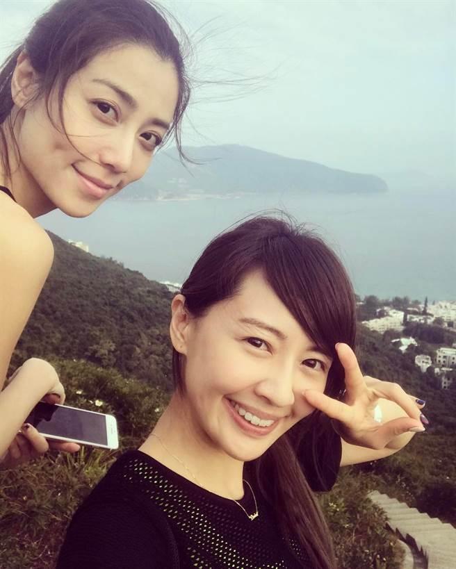 女星賴薇如2017年與骨感妹(左)同赴香港旅遊,還開心合影留念。(取自賴薇如IG)