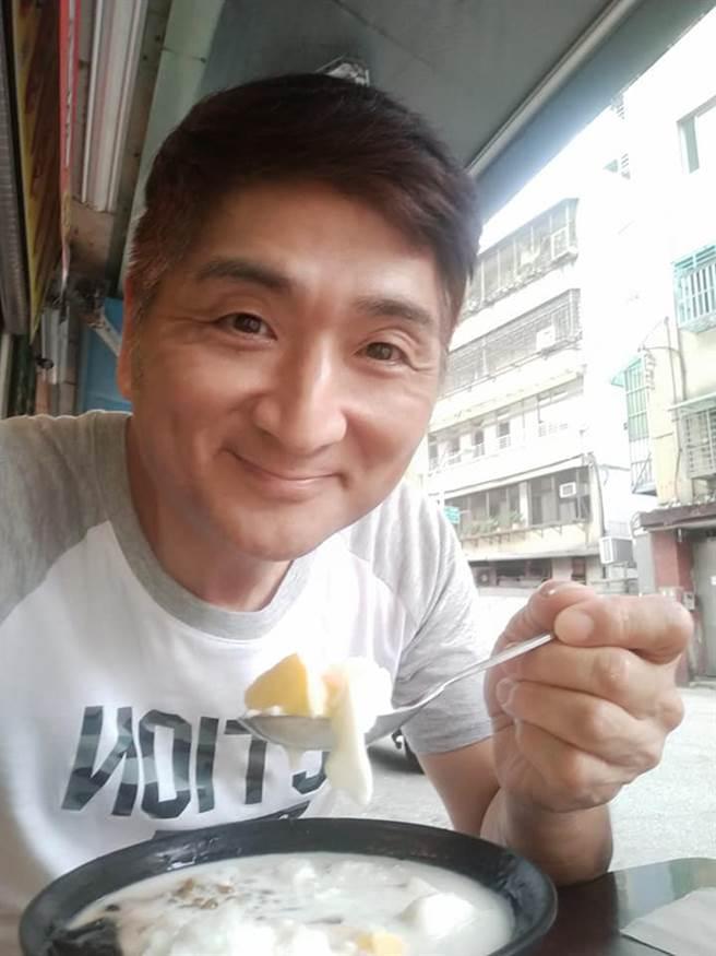 李鳳新透露女兒在家也稱呼他「李組長」。(照片/取自《李鳳新》臉書)