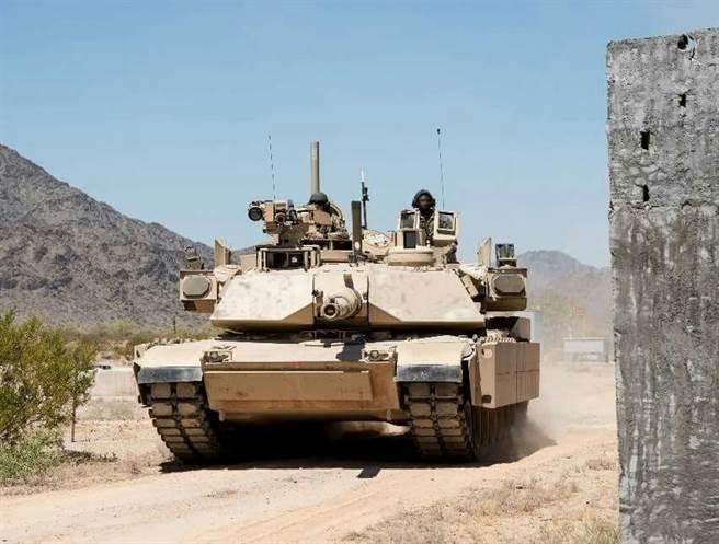 M1A2SEPv3戰車,加裝了戰利品主動防衛系統。(圖/美國陸軍)