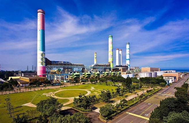 中火燃煤机组除役蓝绿吵不停,而蔡政府非核家园目标,是增气减煤,目前台电手上规画与兴建中的燃气机组,就高达18座之多,数量庞大。(图/台电提供)