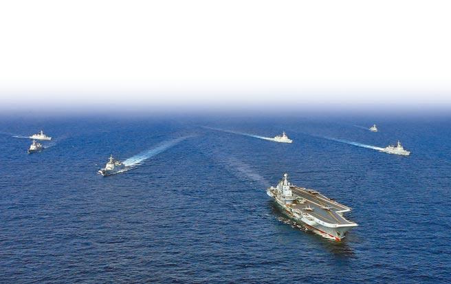 大陸近年來不斷強化南海巡航與演訓。圖為海軍遼寧艦航母編隊先前在南海、東海開展了實戰化訓練。(中新社)
