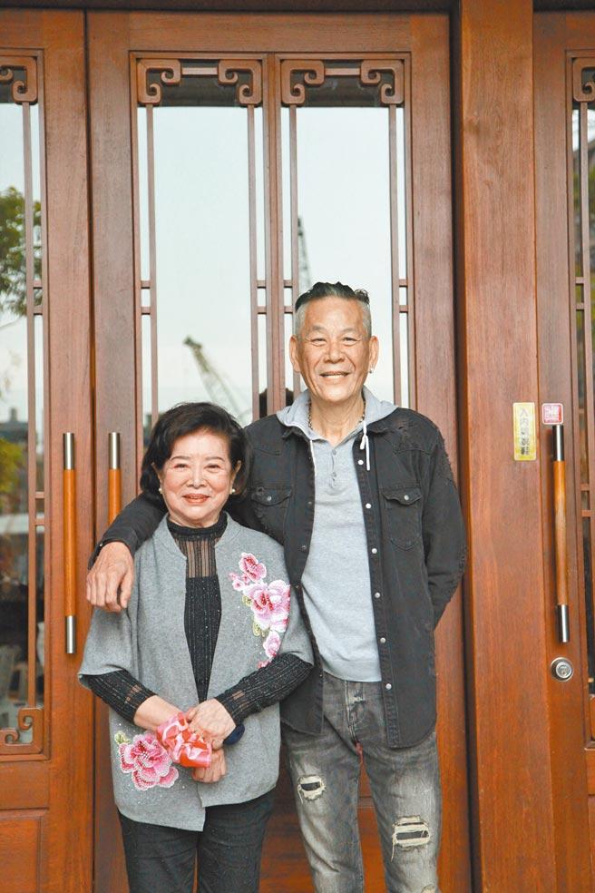 影后陳淑芳(左)、視帝龍劭華昨連袂出席《姊姊向前衝》新戲記者會。(大愛電視台提供)