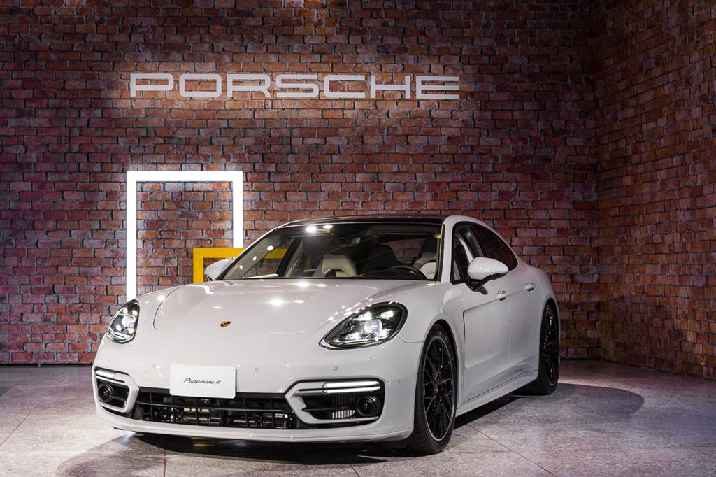Porsche Panamera共推出五款車型,售價499萬元起。