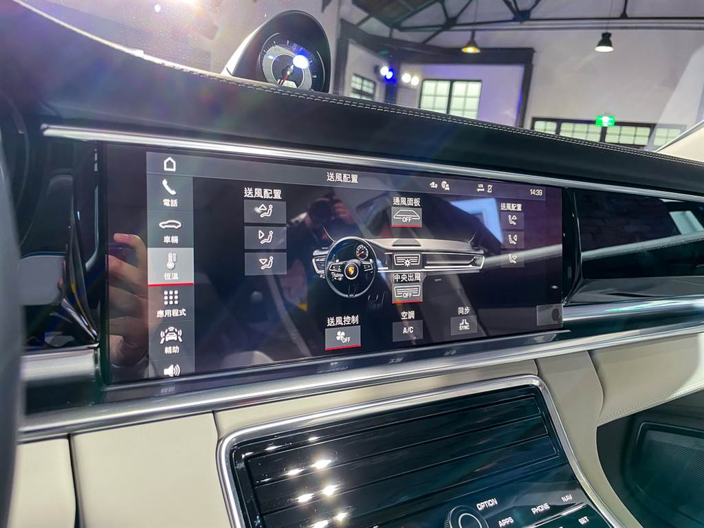 PCM系統新增許多便利功能,其中也包含無線Apple CarPlay。