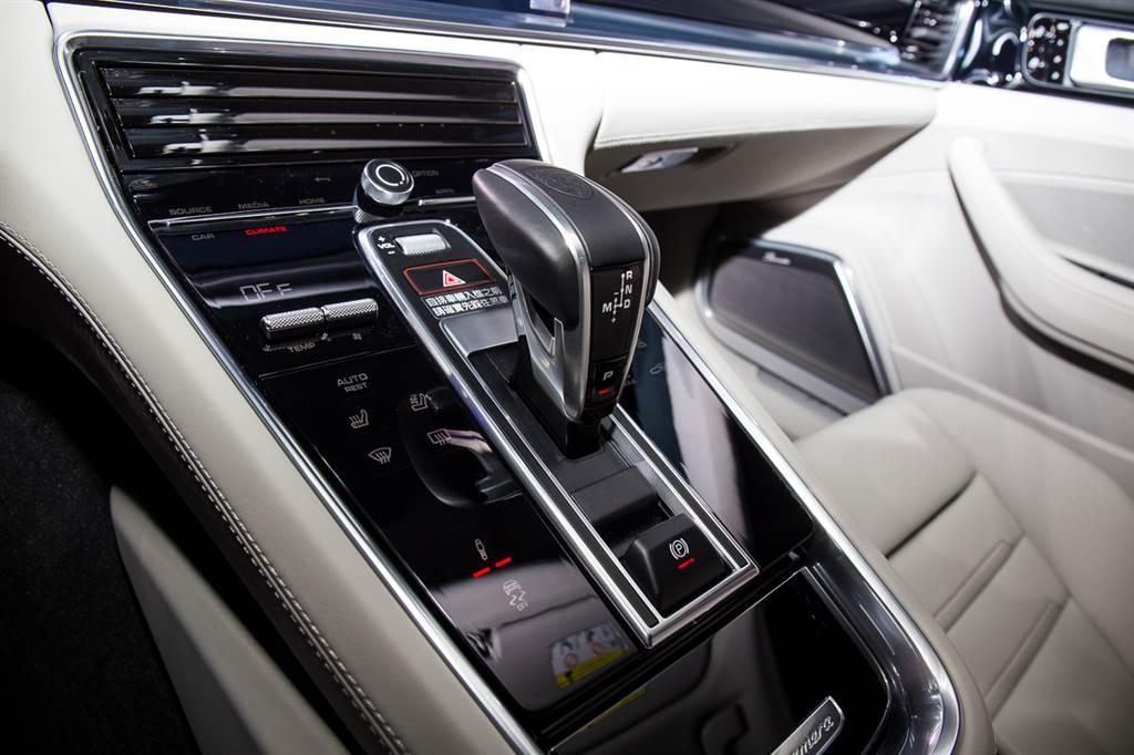 全車系皆搭載八速PDK自手排變速箱。
