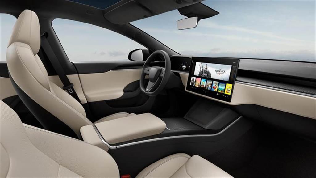 特斯拉可能仍提供圓形方向盤給 2021 年式新版 Model X/S