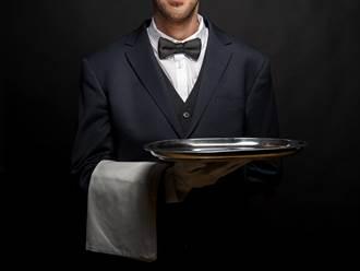 吃鐵板燒向服務員道謝卻遭糾正 男無奈喊:很奇怪嗎?