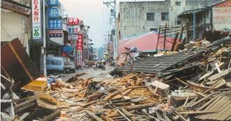 每户我都很熟 「内裤村长」921地震搬砖3小时救27人