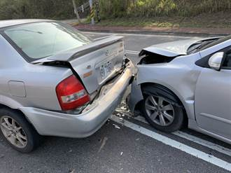 彰化東外環又3車連環追撞了 變換車道3車撞爛