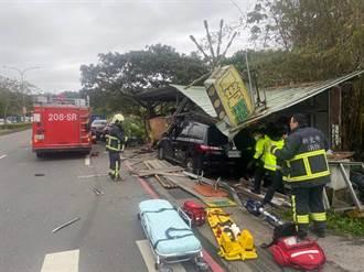 趕著買檳榔?箱型車失控衝入檳榔攤 鐵皮屋轟然倒塌