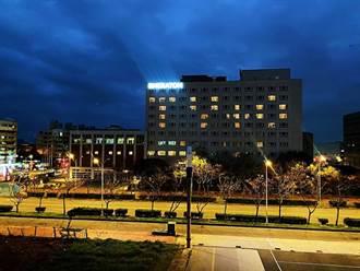 飯店挺醫護 住房外牆燈光秀「TY+0」