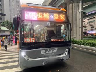 新北公車撞賓士E200轎車 波及3機車釀3輕傷