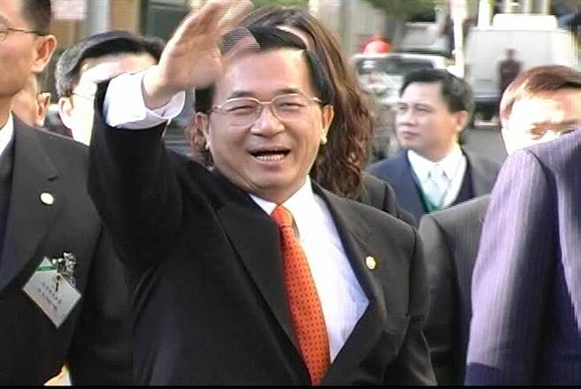前總統陳水扁曾以過境外交方式訪問美國,大幅提高了政治聲望,但後來卻因過度操作過境外交,加上誤判美方態度,遭到美方羞辱。圖為2008年過境美國舊金山。(圖/本報檔案照)