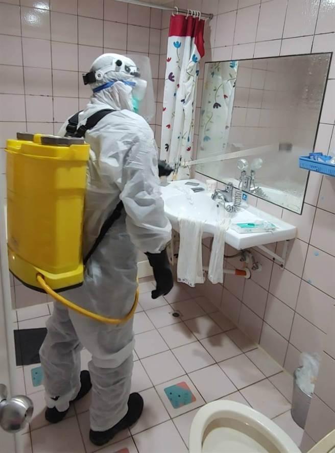 台南市24日傳出一名男子猝死防疫旅館,相關單位調查後,初步排除感染新冠肺炎,衛生單位也已緊急消毒該旅館。(觀旅局提供/李宜杰台南傳真)