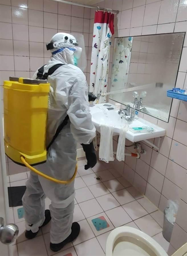 台南市24日传出一名男子猝死防疫旅馆,相关单位调查后,初步排除感染新冠肺炎,卫生单位也已紧急消毒该旅馆。(观旅局提供/李宜杰台南传真)