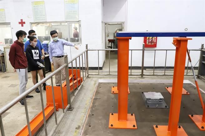 台科大打造地震模擬振動台,提供大學部和研究所課程實作、師生研究使用。(台科大提供/李侑珊台北傳真)