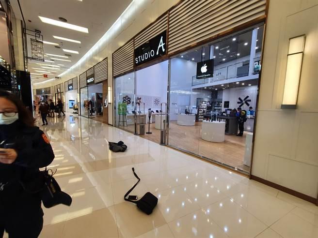 一名男子喝醉後到購物中心行搶,同時割傷了兩名計程車司機。(姜霏翻攝)