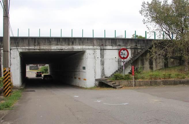 造橋交流道聯絡道苗14線拓寬工程規畫案,獲得中央核定639萬元設計規畫費,道路將拓寬18公尺,配置雙向4車道,以因應龐大車流。(何冠嫻攝)