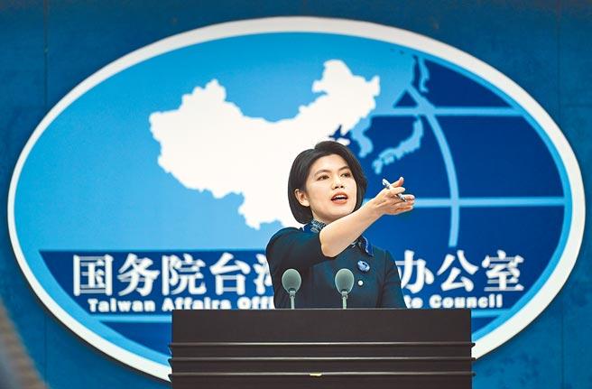 國台辦發言人朱鳳蓮27日在發布會上邀請記者提問。(新華社)